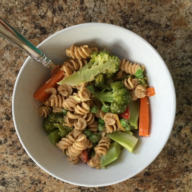 Vegan creamy pasta with veggies