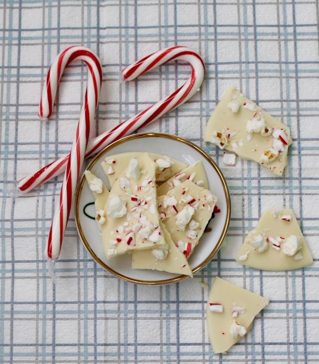 White chocolate peppermint popcorn bark | Popcorn & Chocolate