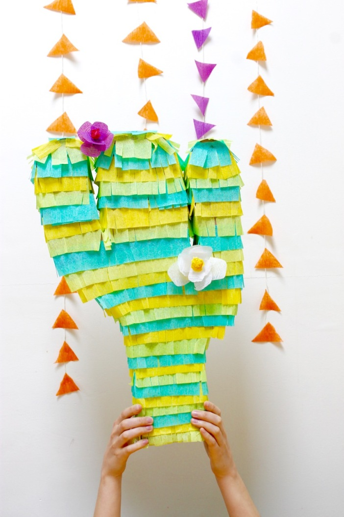 DIY Piñata shaped like a cactus | Popcorn & Chocolate