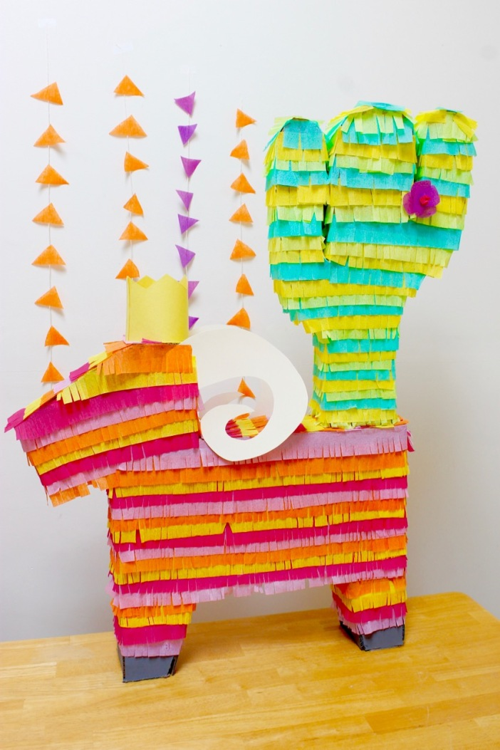 Homemade pinatas | Popcorn & Chocolate