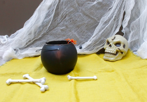 Halloween witch cauldron candle | Popcorn and Chocolate