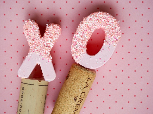 Glittery XO Wine Stoppers | Popcorn and Chocolate