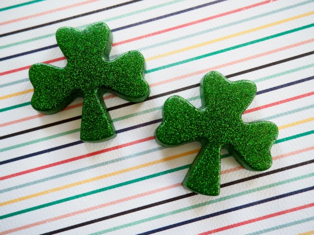 DIY glittery green shamrock pins for St. Patrick's day   Popcorn and Chocolate